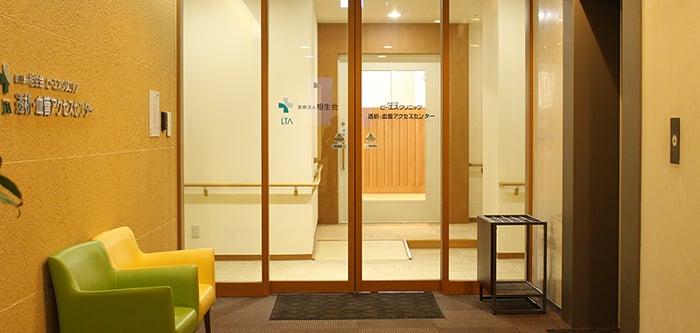 透析・血管アクセスセンター入口の写真